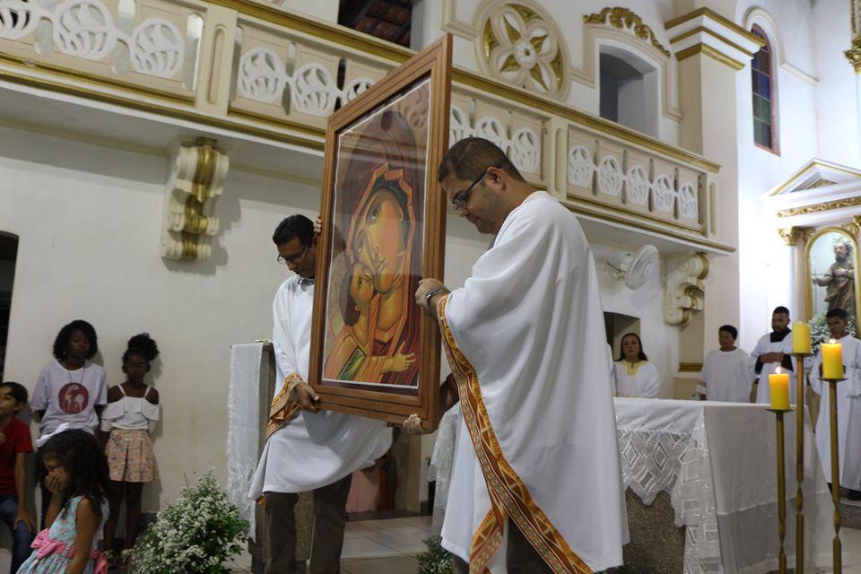 Leo E Val Cerqueira com a imagem de Maria mae de Deus